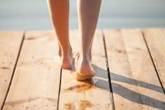 Pegadas humanas molhadas Fotografia de Stock Royalty Free