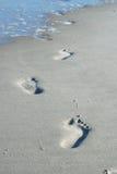 Pegadas na areia Fotos de Stock Royalty Free