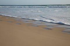 Pegadas na areia da praia Imagens de Stock Royalty Free