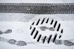 Pegadas na neve fotografia de stock