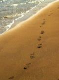 Pegadas na praia Foto de Stock
