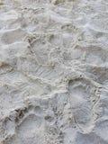 Pegadas na praia da areia imagem de stock royalty free