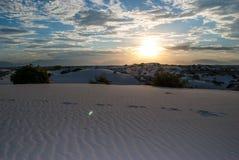 Pegadas no parque nacional New mexico de dunas de areias do branco Fotografia de Stock Royalty Free