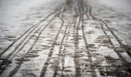 Pegadas no passeio nevado Foto de Stock Royalty Free