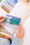 Pegar imágenes al álbum de foto Fotografía de archivo libre de regalías