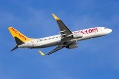 Pegasus Airlines Boeing 737 flygplan Fotografering för Bildbyråer