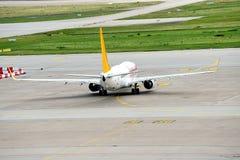 Pegasus flygplan som rullar till landningsbanan Fotografering för Bildbyråer
