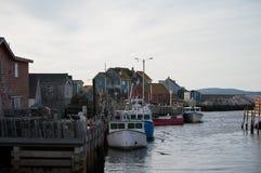 Peggys-Bucht-Dorfhafen, Kanada Hafen der Stadt, Schiffe, Boote stockfotografie