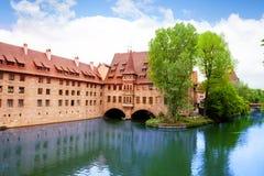 Pegnitz flod i Nuremberg från den Fleisch bron Arkivbilder