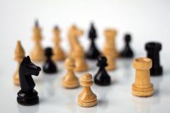 Pegno di scacchi su fondo bianco fotografia stock