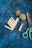 Pegs corda e tesouras Imagens de Stock Royalty Free