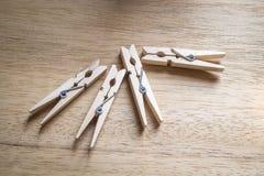 Pegs de madeira de pano Imagens de Stock