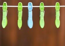 Pegs de panos com pingos de chuva Imagens de Stock Royalty Free