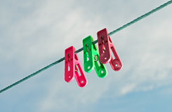 Pegs de roupa coloridos Fotografia de Stock Royalty Free