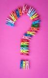Pegs de roupa coloridos no rosa Imagem de Stock Royalty Free