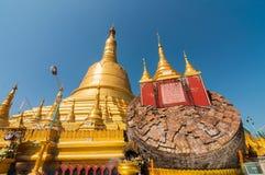 Pegu, Myanmar-febbraio 21,2014: Pagoda di Shwemawdaw Immagini Stock Libere da Diritti