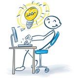 Pegue la figura en el ordenador con las buenas ideas Fotografía de archivo libre de regalías