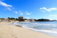 Peguera strandpanorama och medelhav på Majorca Royaltyfri Foto