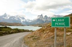 Pehoe湖标志-托里斯台尔潘恩国家公园-智利 库存照片