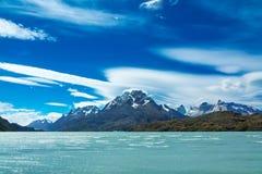 Pehoe See und Guernos-Berge gestalten, Nationalpark Torres Del Paine, Patagonia, Chile, Südamerika landschaftlich stockbild