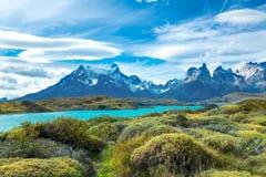 Pehoe sjö och Guernos berglandskap, nationalpark Torres del Paine, Patagonia, Chile, Sydamerika arkivbild
