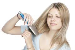 peignant le cheveu sa femme image libre de droits