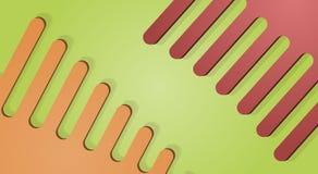 Peigne en plastique orange et rouge sur un fond vert Image stock