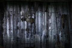 Peignez éplucher les murs souillés avec le papier de rebut Photo libre de droits