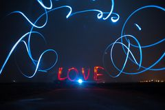 Peignez l'amour dans l'obscurité Photographie stock libre de droits