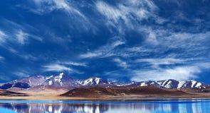 Peiku Tso sjö, Tibet Arkivfoton