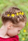 Peinado con el pelo y las flores trenzados Imagen de archivo libre de regalías