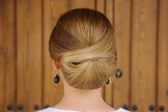 Peinado de la boda con un bollo Foto de archivo libre de regalías