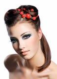 Peinado de la creatividad y maquillaje de la manera Imagen de archivo