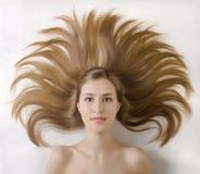 Peinado del retrato de la chica joven Imagen de archivo libre de regalías
