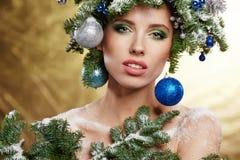 Peinado hermoso del Año Nuevo y del día de fiesta del árbol de navidad Foto de archivo