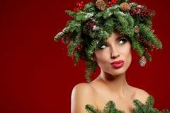 Peinado hermoso del Año Nuevo y del día de fiesta del árbol de navidad Fotografía de archivo