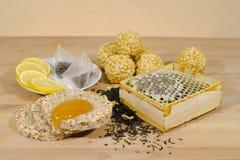 Peine de la miel, biscote curruscante con y chak del chak para el té Imagen de archivo