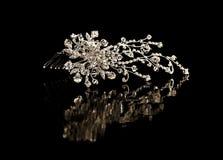 Peine del diamante para el pelo en un fondo negro Fotografía de archivo libre de regalías