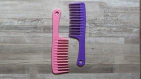 Peine rosado y púrpura del rastrillo Fotografía de archivo libre de regalías