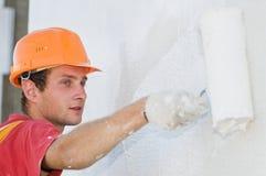 Peintre de façade de constructeur au travail photo libre de droits