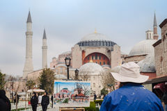 Peintre dessinant Hagia Sophia Mosque à Istanbul Image libre de droits