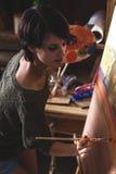 Peintre féminin d'artiste photographie stock libre de droits