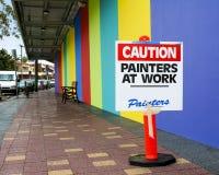 Peintres de signe de précaution au travail Photographie stock