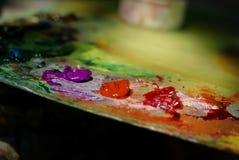 Peinture à l'huile de couleur de mélange de brosse d'artiste sur la palette Photographie stock libre de droits