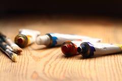 Peinture à l'huile et brosses A Photo libre de droits