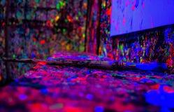 Peinture au néon dans la chambre d'enfants Images stock