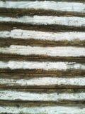 Peinture blanche fanée sur une barrière en bois Image libre de droits