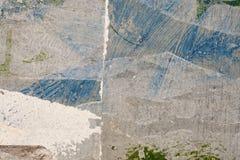 Peinture bleue et blanche sur le mur grunge plan rapproché de fond Image stock