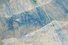 Peinture bleue et blanche sur le mur grunge plan rapproché de fond Photo libre de droits