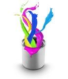Peinture colorée éclaboussant hors du bidon Image libre de droits